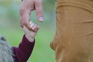 David Clarinval: Het recht op crisis-overbruggingsrecht voor de opvang van een kind zal volgende week worden toegepast